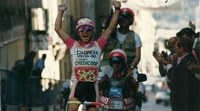 Imagen de Montoro ganando la primera etapa de la Vuelta Sedaví 1990